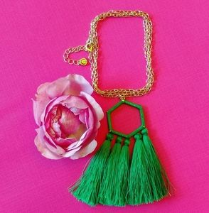 Kelly green tassel gold chain necklace nwot